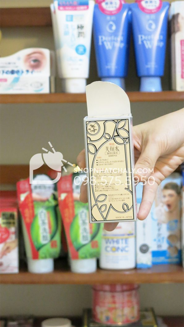 Nước hoa hồng trị mụn Bigansui Medicated Skin Lotion Meishoku 80ml sau trên tay