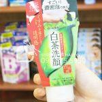 Sữa rửa mặt trà xanh Shirochasou Green Tea Foam Nhật Bản 120gr trên tay