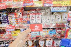 Thuốc điều hoà kinh nguyệt của Nhật tại kệ siêu thị Nhật Bản cùng namecard Shop Nhật Chaly