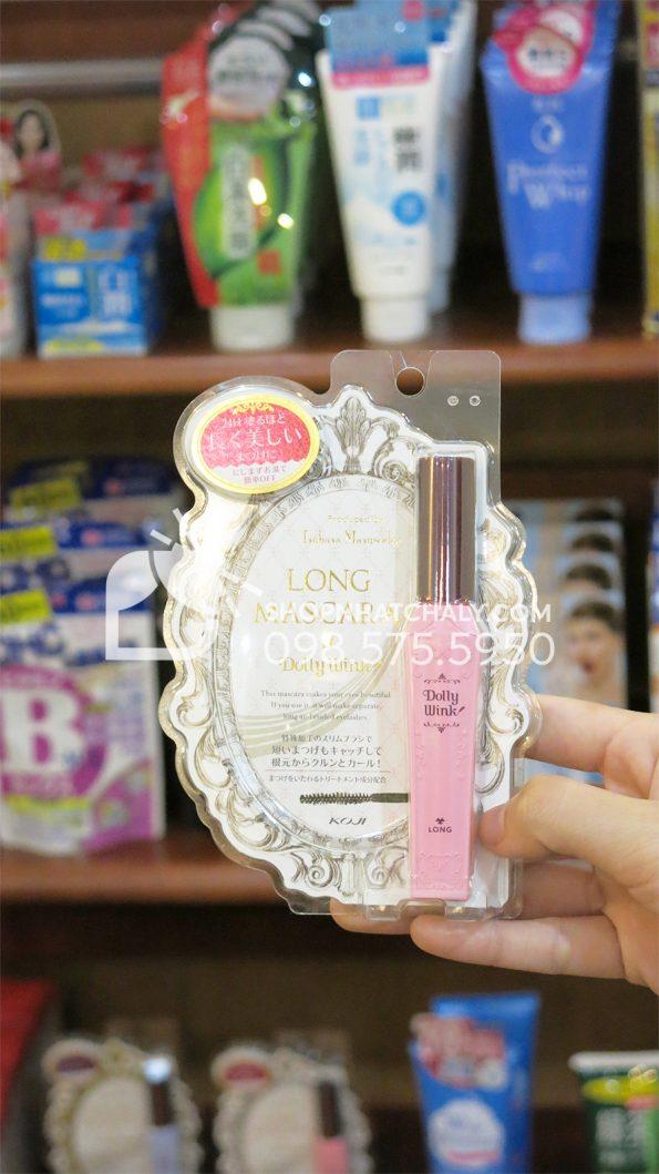 Mascara Dolly Wink Nhật Bản hồng làm dài mi trên tay