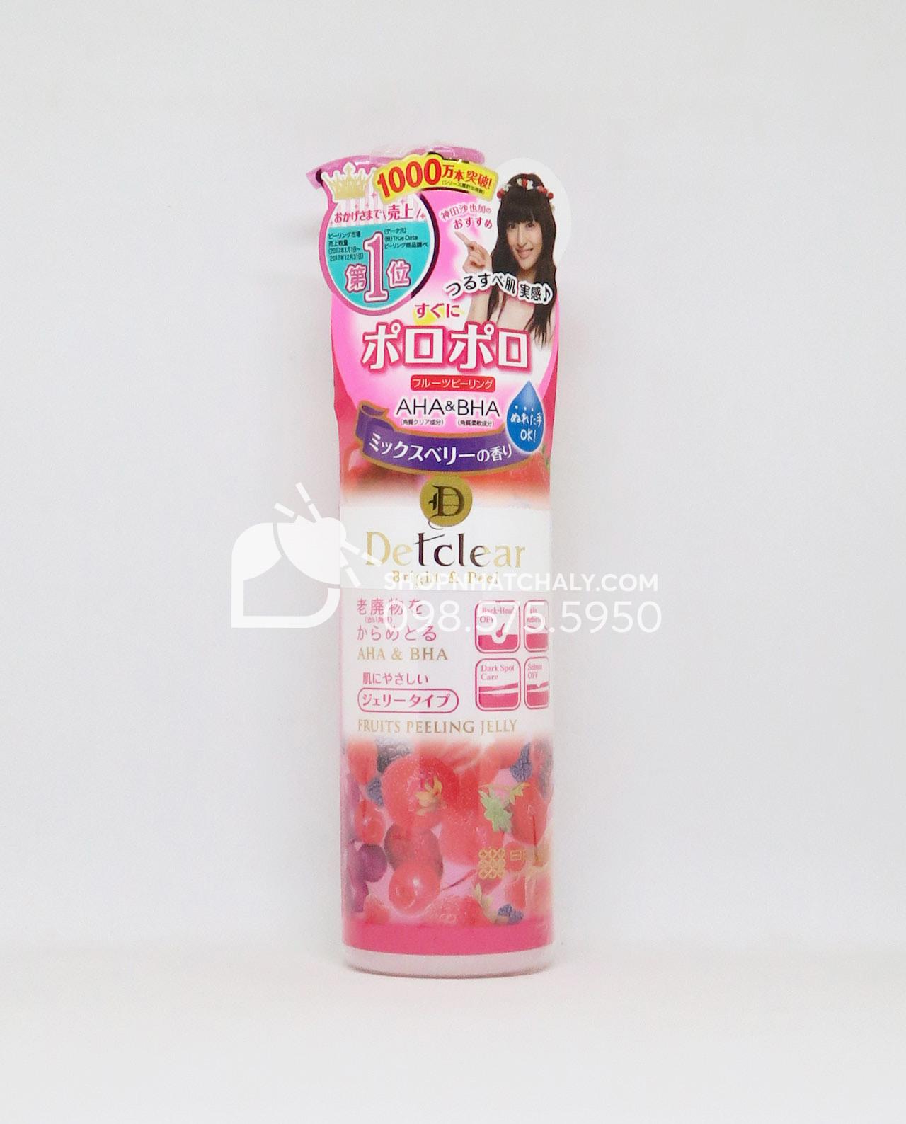 Bạn gái trẻ thích một chút mùi hương trái cây ngọt ngào thì chai tẩy da chết Detclear hot peeling jelly màu đỏ hương dâu berry sẽ phù hợp