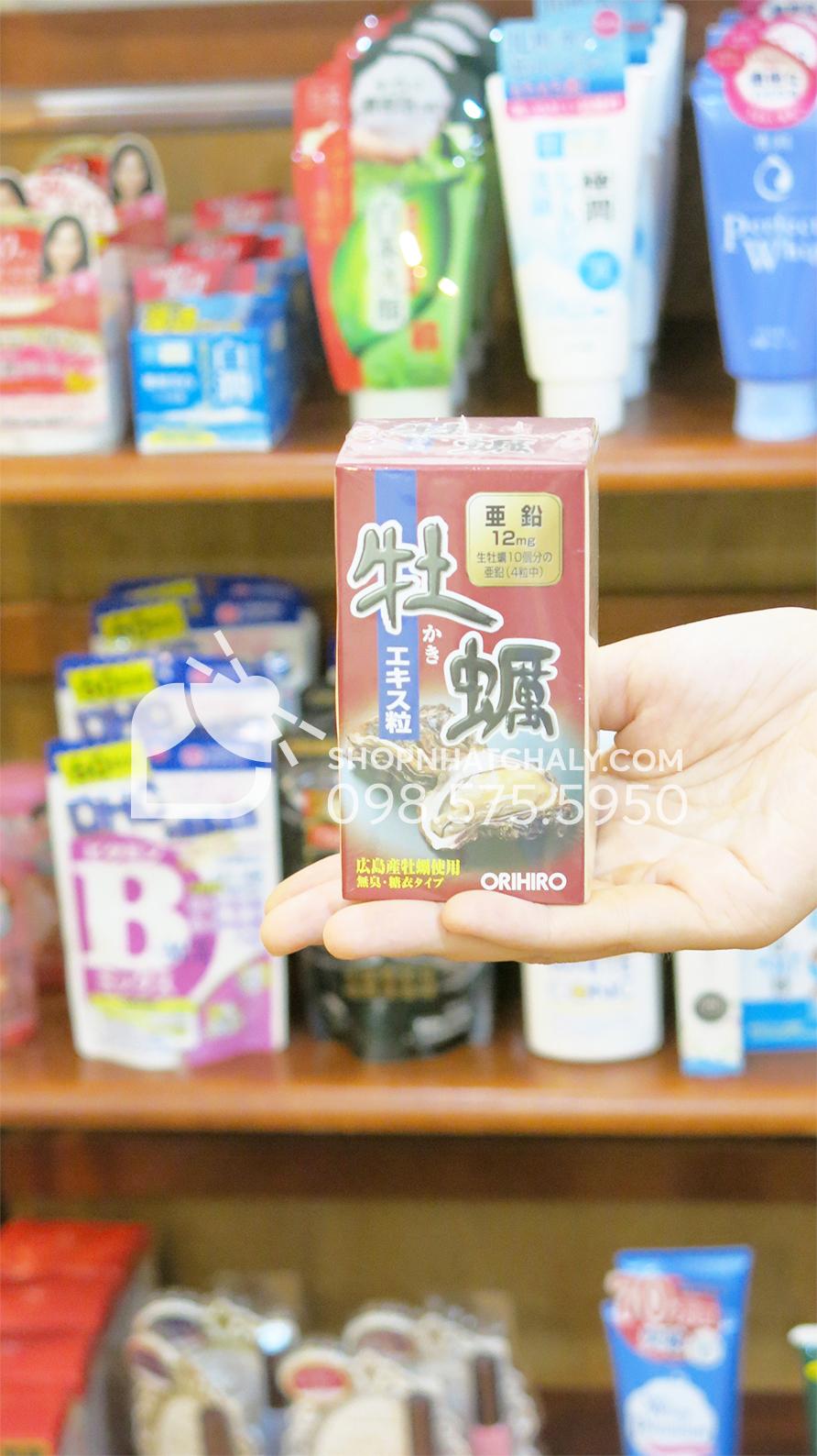 Tinh chất hàu tươi Orihiro Nhật Bản thải độc gan bổ dương trên tay