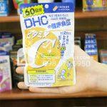 Viên uống vitamin C DHC Nhật 120 viên trên tay