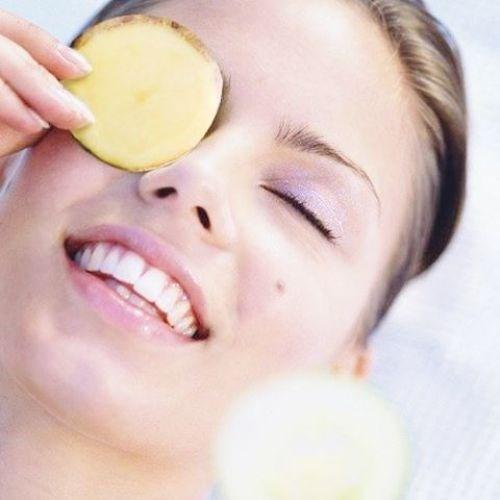 Giảm thâm quầng mắt với vài lát khoai tây
