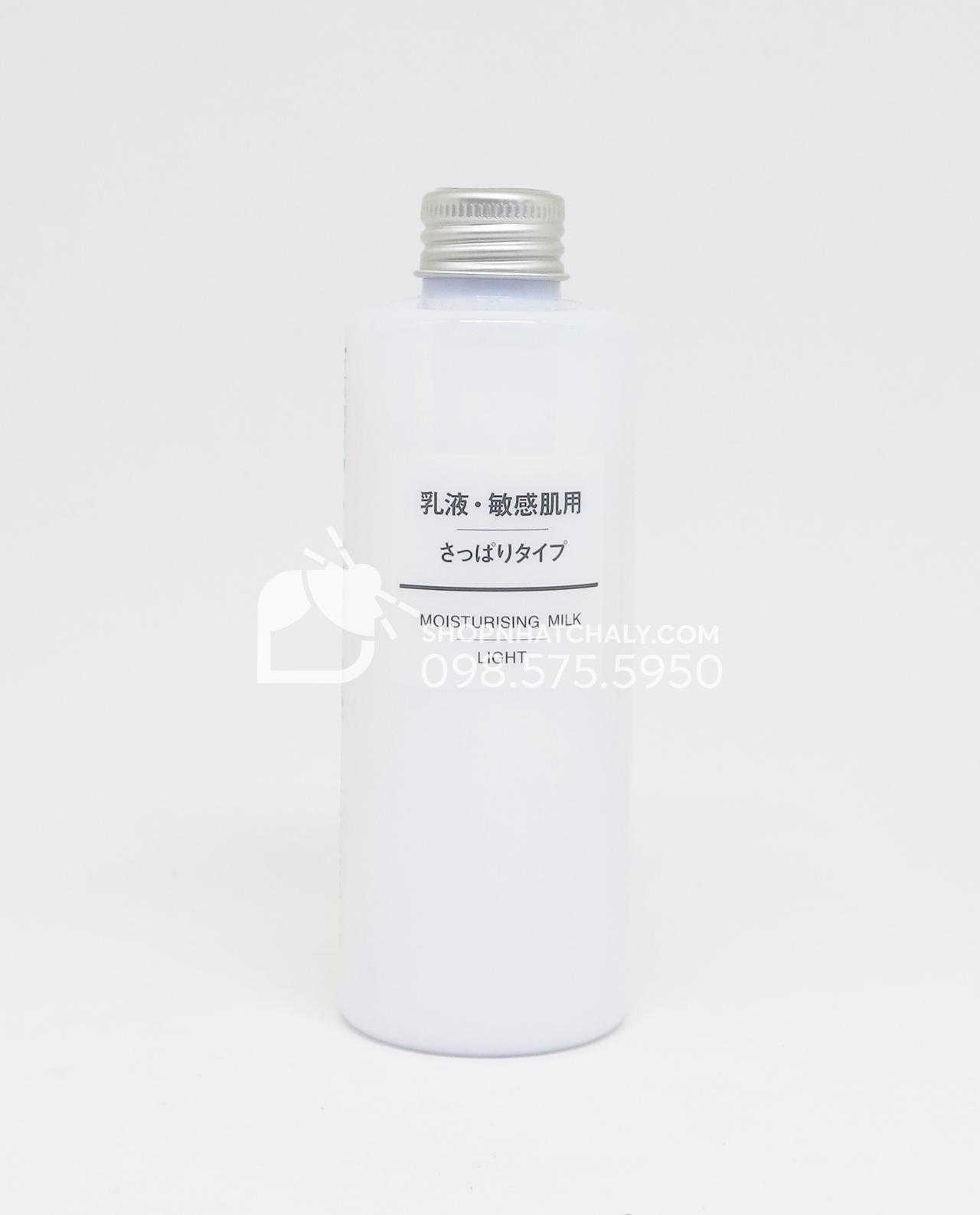Sữa dưỡng da Muji Moisturising Light có độ dưỡng ẩm nhẹ nhất, dành cho da hỗn hợp – da dầu, da thiếu ẩm.