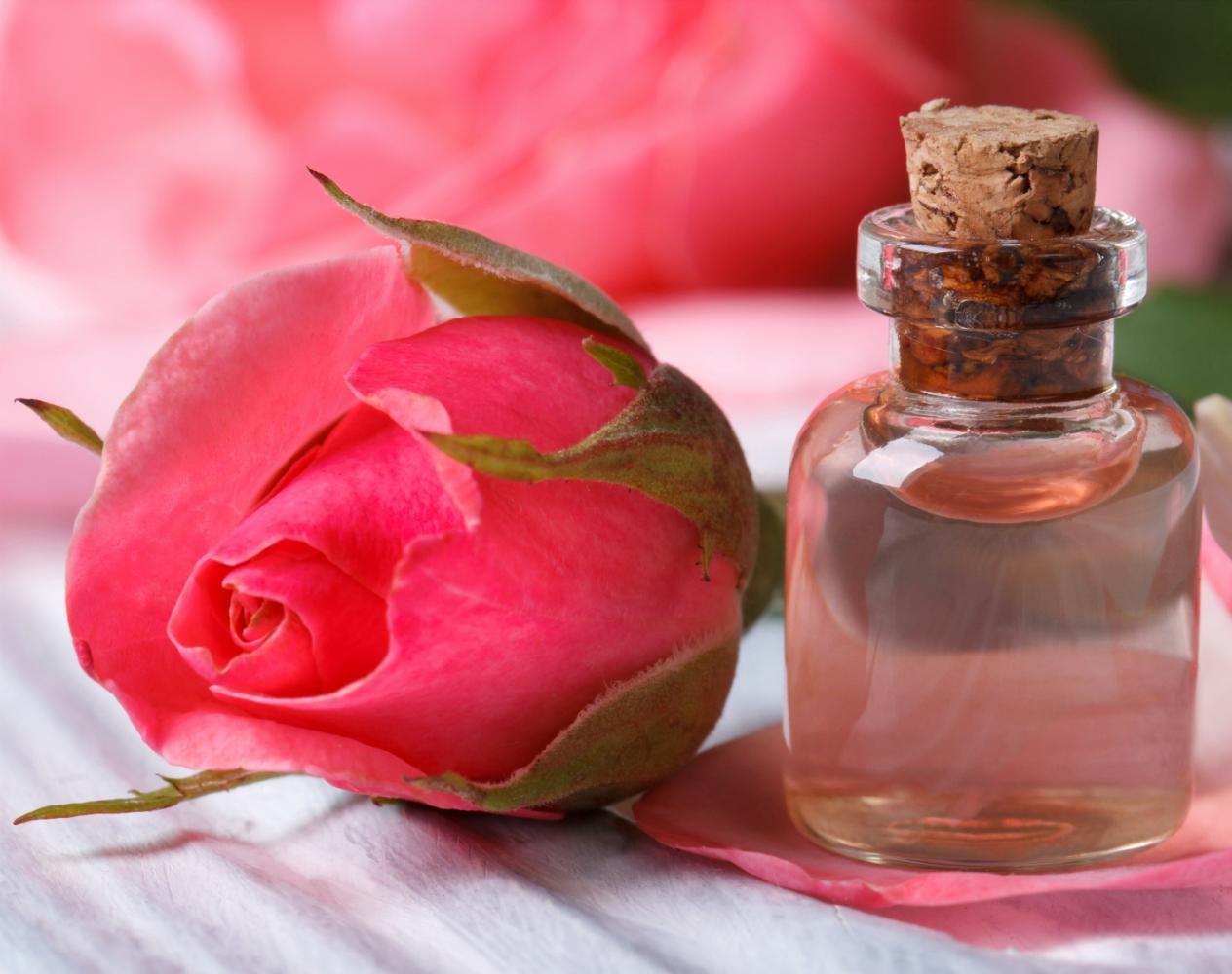 Chiết xuất hoa hồng có tác dụng rửa sạch da rất tốt