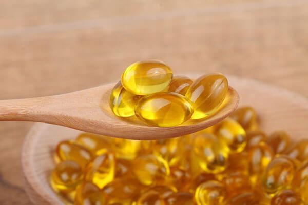 Dầu cá có chứa các acid béo Omega-3 có khả năng mang lại nhiều lợi ích với tim mạch, giảm lượng cholesterol và triglycerid trong máu, giảm nguy cơ tăng huyết áp, tác dụng hỗ trợ mắt...