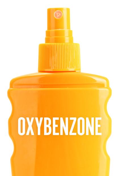 Bà bầu nên đọc kỹ thành phần của kem chống nắng và tránh loại có chứa Oxybenzone