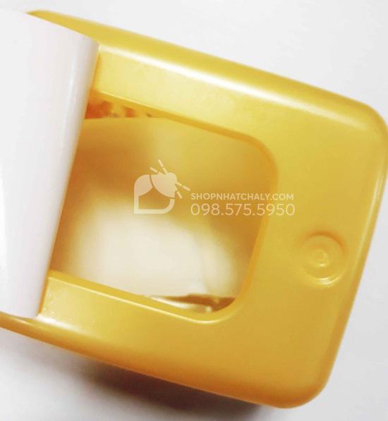 Mặt nạ Melano CC được xếp thành từng miếng đựng trong hộp, khá dễ lấy