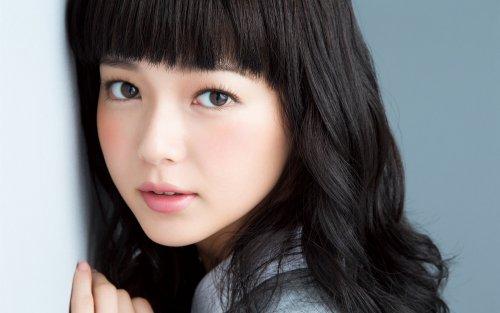 beautiful-japanese-girl-curly-hair-lovely-face-2k-wallpaper
