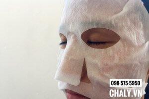 Đắp mặt nạ thải độc Nhật Bản dưỡng trắng trong khoảng 10-15p