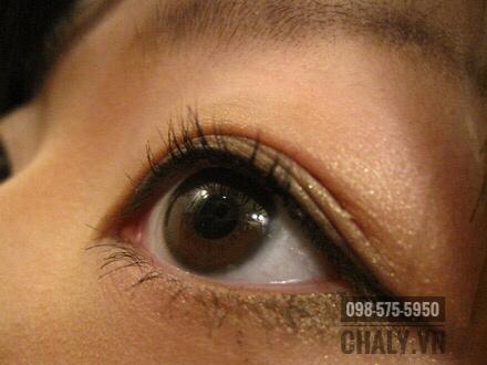 Trang điểm mắt bằng kẻ mắt Dolly Wink Eyeliner