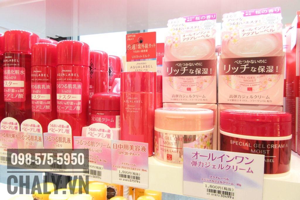 Kem dưỡng Aqualabel bản Sakura trên kệ siêu thị Nhật Bản