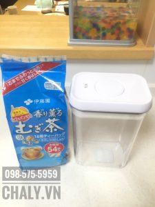 Để không làm mất hương vị của trà Mugi, tốt nhất là mình nên mua một hộp nhựa đậy kín các túi trà lại