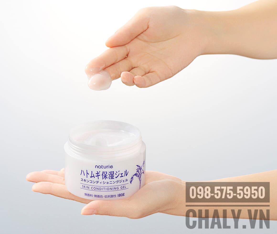Chất gel sánh mịn, thẩm thấu nhanh của kem dưỡng ý dĩ Nhật Naturie Conditioning Gel