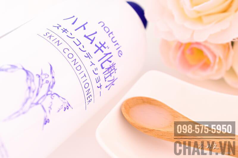 Toner Naturie Hatomugi Skin Conditioner lỏng nhẹ như nước, thẩm thấu nhanh, không bí rích