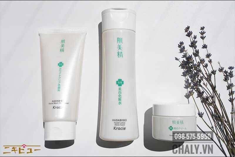 Bộ 3 sản phẩm trị mụn của Kracie, từ trái sang: Sữa rửa mặt trị mụn, Toner trị mụn, Kem dưỡng trị mụn