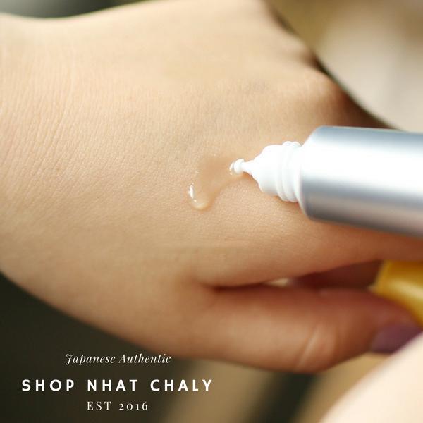 Serum melano cc vitamin c nhật bản được thiết kế chai thiếc với đầu nhỏ như thế này, có thể lấy ra từng giọt để dùng, rất tiện và tiết kiệm