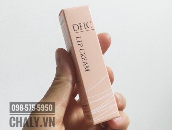 Nói tới mỹ phẩm trị thâm môi Nhật Bản là em nghĩ tới son dưỡng DHC của Nhật này. Mỗi sáng chà nhẹ tay là da môi chết bong ra, môi hồng hẳn rất thích