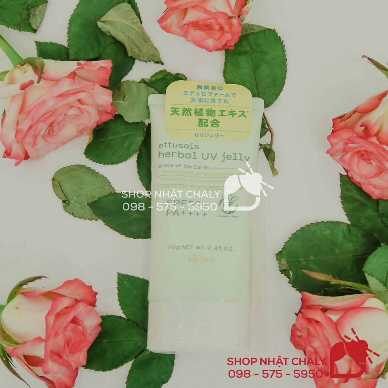 Kem chống nắng Ettusais review cực cao trên các diễn đàn làm đẹp của Nhật bởi kết cấu gel thẩm thấu nhanh và thành phần làm đẹp từ thảo dược