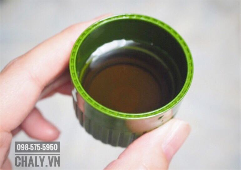 Mỗi lần sử dụng khoảng nửa nắp tới 1 nắp nước súc miệng Propolinse trà xanh để làm sạch khoang miệng
