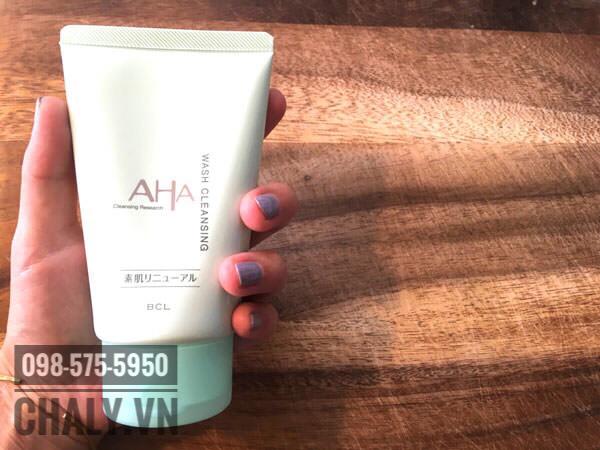 Sữa rửa mặt AHA review: dùng một hồi mụn giảm mà lỗ chân lông cũng bé tí lại luôn, rất là thích