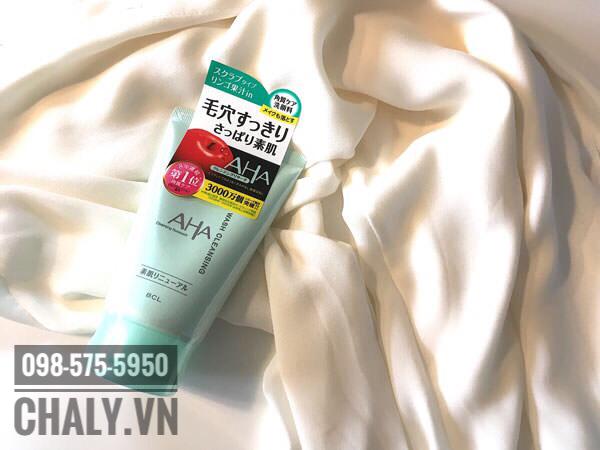 Sữa rửa mặt AHA wash cleansing review cao nhất là tuýp màu xanh lá dành cho da dầu, lỗ chân lông to