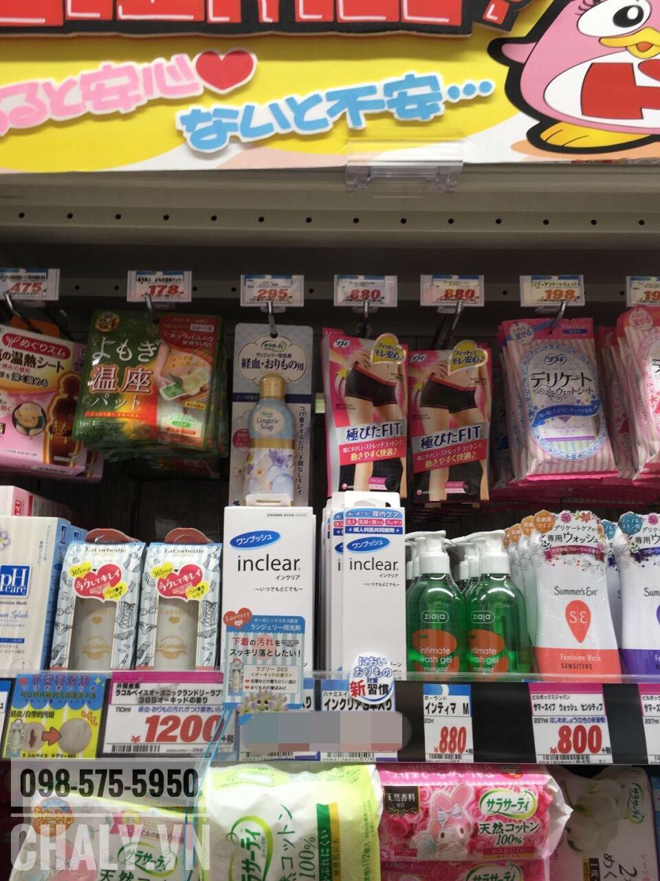 Dung dịch vệ sinh phụ nữ Inclear trên kệ siêu thị tại Nhật