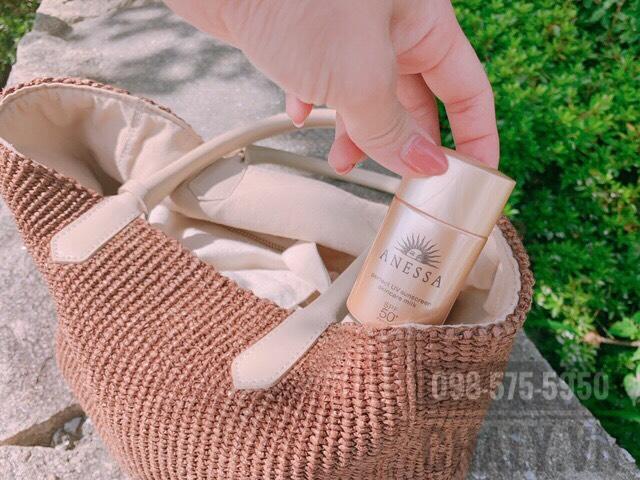 Chai sữa chống nắng shiseido anessa perfect uv sunscreen skincare milk có giá hơi cao một xíu, nhưng đáng đồng tiền bát gạo, đặc biệt với bạn gái cần sản phẩm chống nắng bền vững, bảo vệ da tối ưu