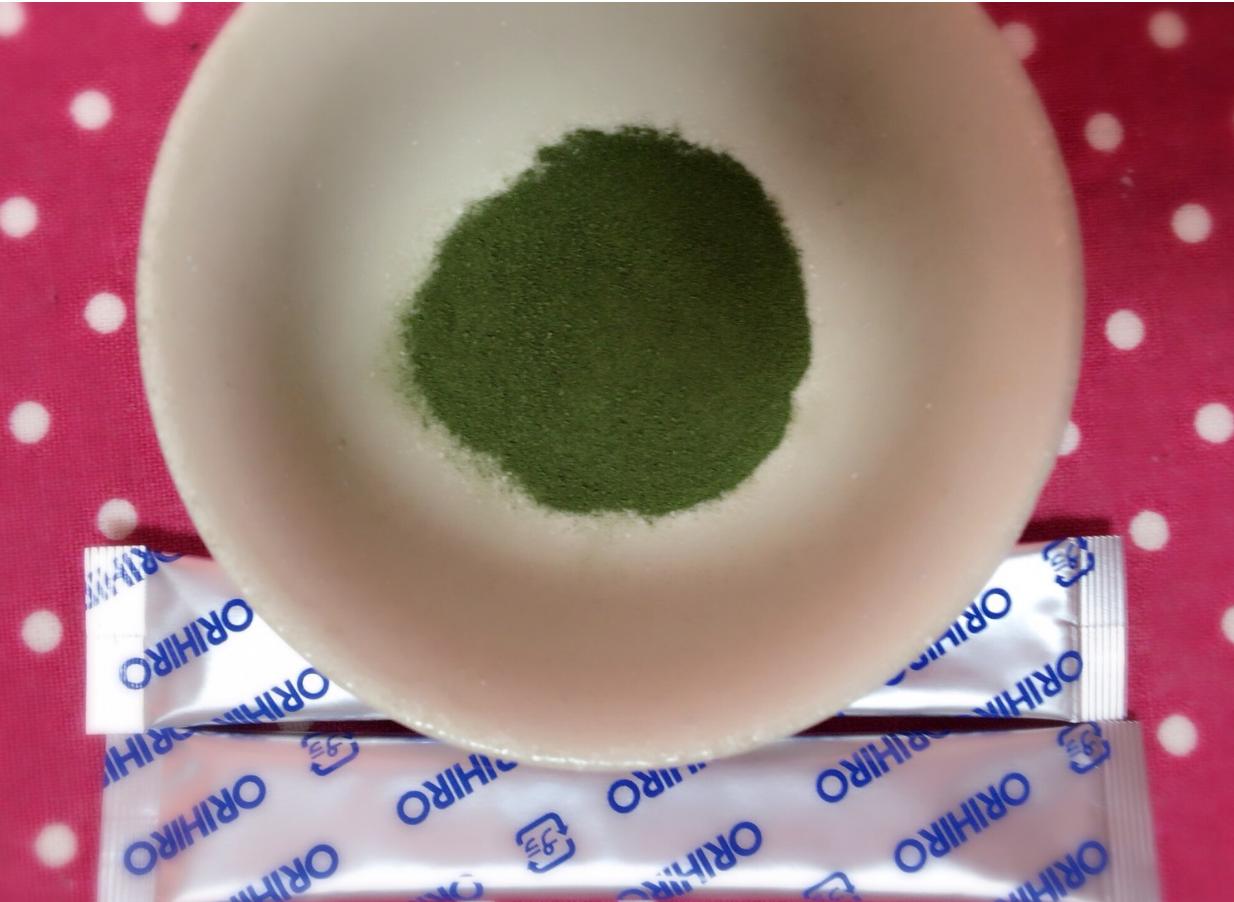 Bột rau xanh aojiru Orihiro có tốt không? Cá nhân tôi thấy loại này tốt hơn các loại khác. Vị đắng hơn, chắc do thành phần cải xoăn nhiều, nhưng bổ hơn hẳn
