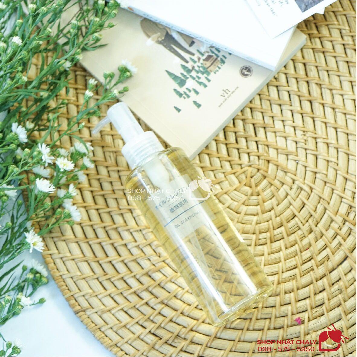 Sản phẩm Muji tẩy trang dạng dầu sensitive oil cleansing đảm bảo tiêu chí 4 không: Không cồn - Không paraben - Không dầu khoáng - Không hương liệu đảm bảo lành tính cho da nhạy cảm