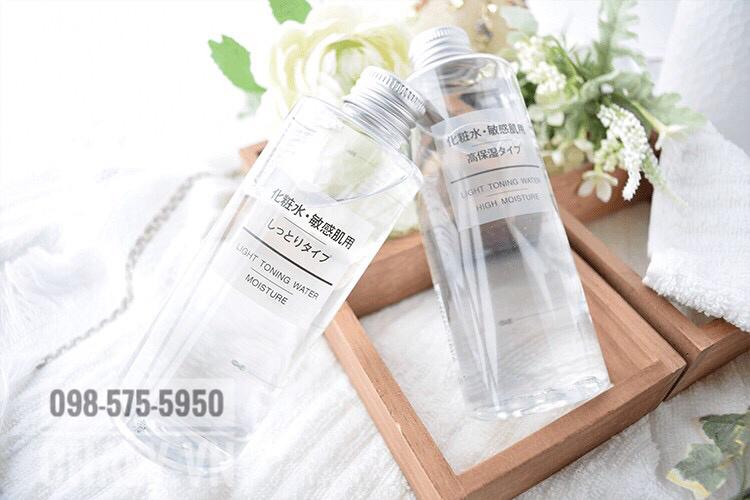 Tuỳ loại da mà chị em lựa chọn nước hoa hồng Muji moisture độ ẩm cao hoặc nước hoa hồng Muji cho da dầu độ ẩm thấp để phù hợp nhất