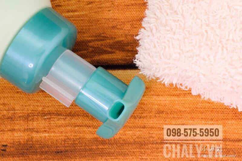 Thiết kế chai sữa rửa mặt tạo bọt Hada Labo màu xanh thông minh giúp tạo lớp bọt bông mịn và khả năng điều tiết lượng srm lấy ra dễ dàng